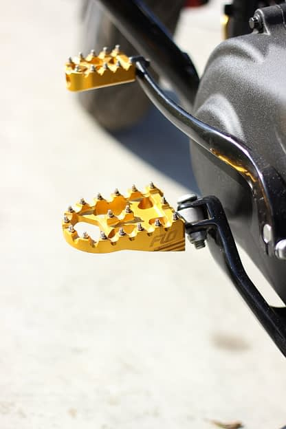 flo gold footpegs
